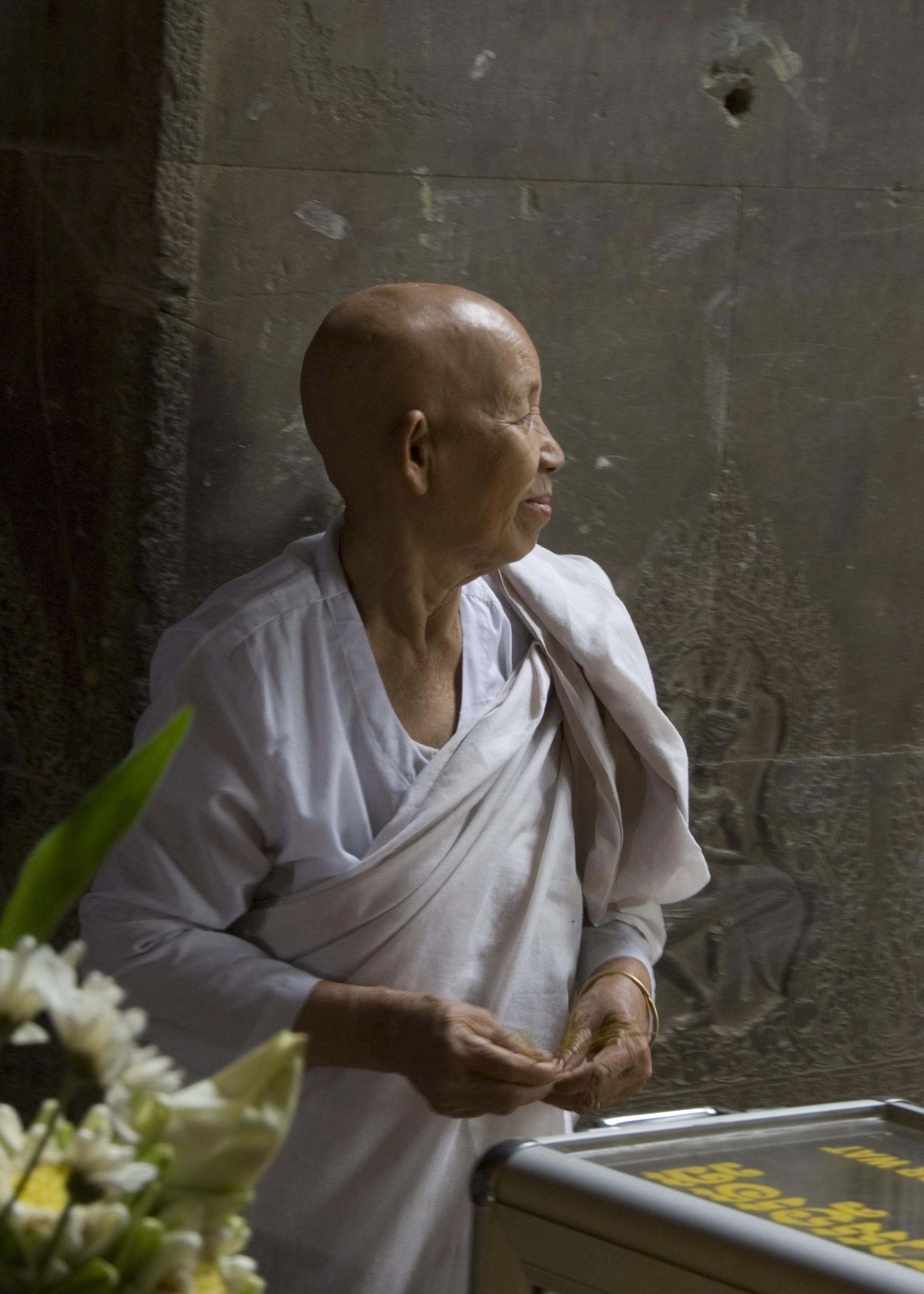 alice-wright-budista-monja-angkor-wat