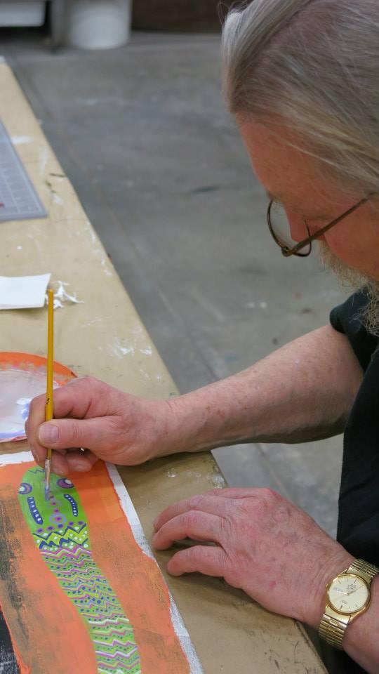 John trabajando en un collage