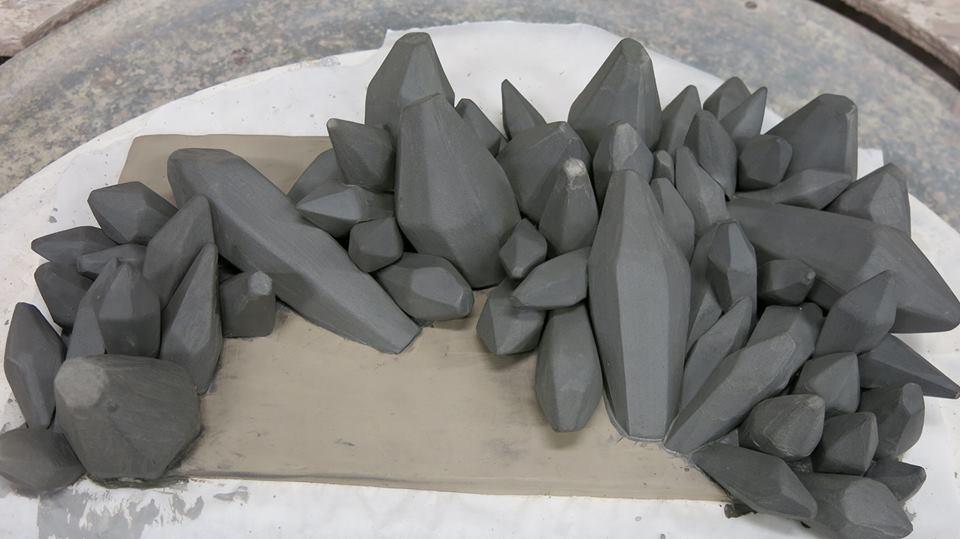 Formas de arcilla de porcelana completadas