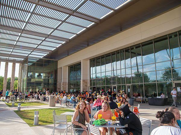 Imagen exterior del Centro de Actividades Estudiantiles